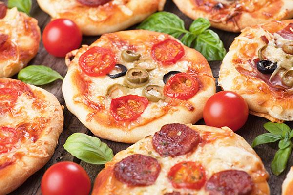 طريقة عمل ميني بيتزا سهلة و بحشوات متنوعة في 30 دقيقة - وصفة 2019